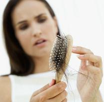 抜け毛を減らす方法は頭皮マッサージ!女性の薄毛を改善する提案です。