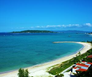 沖縄観光に必要なレンタカー!安い日本車から人気の大型外車まで、おすすめサイト3つの紹介。