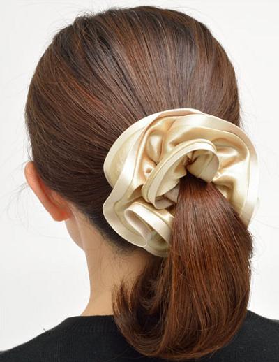 シュシュのヘアアレンジは簡単!美容師おすすめかわいい髪型
