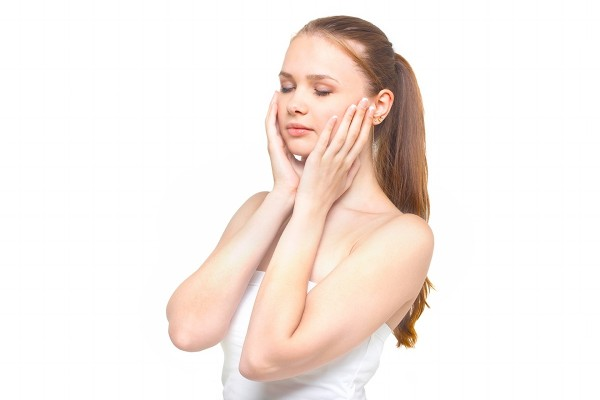 肌荒れに効く市販で人気の化粧水!外側から美肌になる方法!