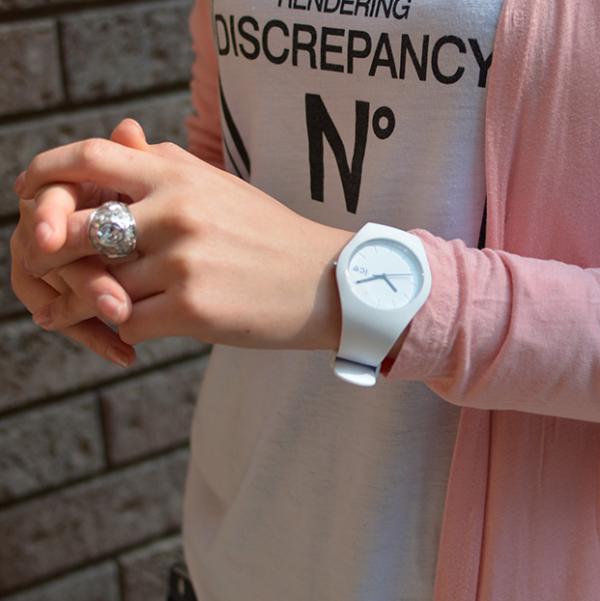女性美容師がおすすめする人気のメンズ腕時計!個性的なデザイン特集