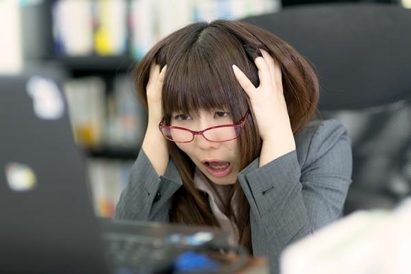 頭がかゆい症状に効く育毛剤(美容液)!地肌を保湿して頭皮の悩みを治す